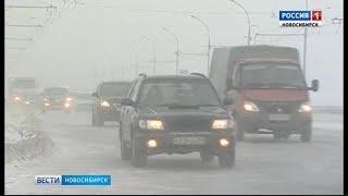 Из-за сильных снегопадов дорожники третьи сутки без остановки чистят трассы в Новосибирской области