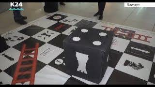 Игра «Финансовая лестница» прошла в одном из торговых центров Барнаула