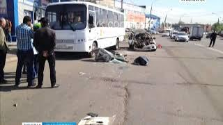 """В Красноярске автомобиль """"Мазда"""" врезался в автобус"""