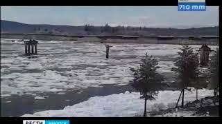 Опору моста снесло ледоходом на реке Витим