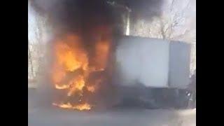 Пожар на трассе. Около Ставрополя горит фургон