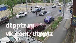 ДТП с пешеходом и тремя припаркованными автомобилями