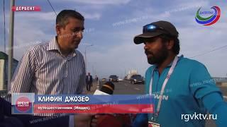Позади Арабские Эмираты, Иран и Азербайджан. Учитель из Индии едет на ЧМ по футболу на велосипеде