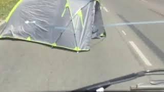 Туристическая палатка появилась посреди дороги на проспекте Кулакова в Ставрополе