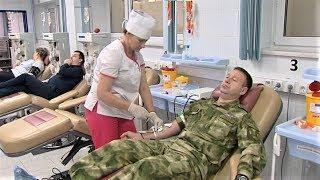 Сотрудники Росгвардии поделились своей кровью в ОКБ Ханты-Мансийска