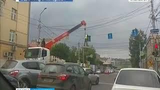 Подрядчика оштрафовали за монтаж дорожного знака опасным способом