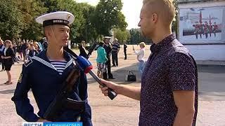 Ряды «Военно-морской академии» пополнили около 200 молодых парней шесть девушек.
