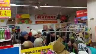 Воронежцы передрались в гипермаркете из-за акции с наклейками