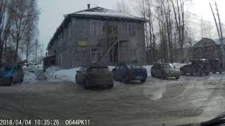 В Сыктывкаре рабочего завалило снежной глыбой