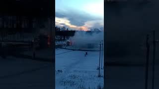 В Тверской области рядом с магазином фейерверков загорелась фура
