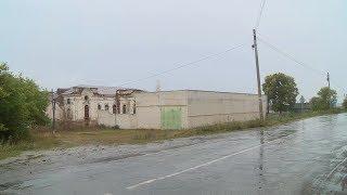 В Кузнецком районе между усадьбой XIX века и туристами выросла стена