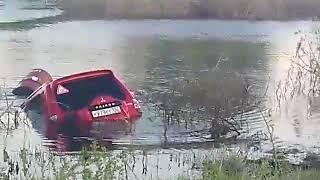 Внедорожник спасают из водяного плена