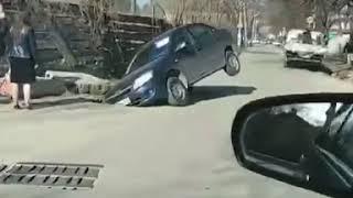 Иномарка в Пятигорске провалилась под асфальт