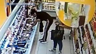 Две девушки, крадущие колбасу в одном из магазинов Уфы, попали на видео
