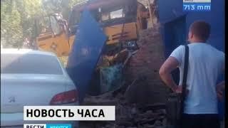 Бетономешалка врезалась в автоцентр «Пежо» в Иркутске