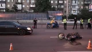 В Киеве на Гагарина мотоциклист устроил тройное ДТП с полицейским Prius и Nissan