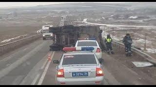 На трассе в Волгоградской области перевернулся «Камаз»: водитель в реанимации