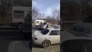 На Камчатке небольшой грузовик устроил аварию на встречной полосе