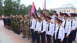В Пензе наградили ребят, пронесших копию Знамени Победы на параде 9 мая