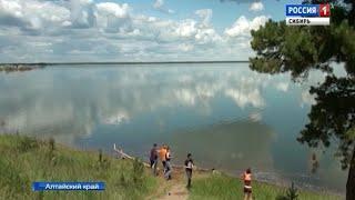 Малиновое озеро в Алтайском крае «побледнело» из-за рачков