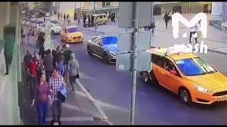 Таксист Сбивает Болельщиков Мексики