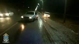 Ставропольские автоинспекторы вытащили из кювета застрявшую машину