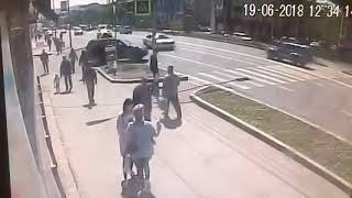 На переходе у «Паруса» пенсионер на «Ниве» сбил пешехода