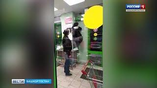 В Уфе пойманная на краже воровка пыталась выломать заблокированную продавцами дверь