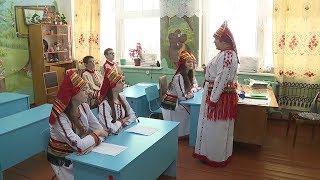 Без оценок и с интересом: в Саранске обсудили преподавание мордовских языков.