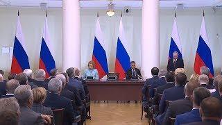 Президент Владимир Путин посетил заседание Совета законодателей России