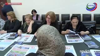 Миннац презентовал сборник литературных текстов на 7 языках Дагестана