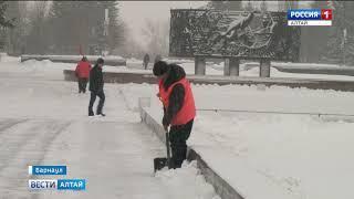 Вывоз снега с улиц Барнауланачнётся после вечернего часа пик