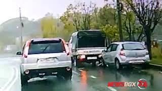 ДТП с участием микрогрузовика и малолитражки в Находке попало на видео