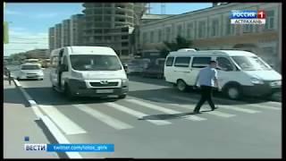 Астраханцы продолжают переходить дорогу по опасному пешеходному переходу