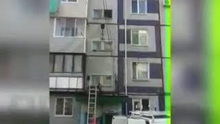 Во Владивостоке неадекватный мужчина пытался спрыгнуть с пятого этажа.