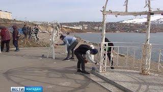 Сотрудники центра общественного контроля ЖКХ убрали сквер Морской