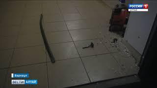 В Барнауле воры достали из старого дивана в кооперативном гараже 600 тысяч рублей