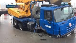 В Кургане машина «Водного союза» провалилась в яму