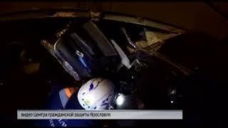 В Ярославле сотрудники Центра гражданской защиты извлекли водителя из разбитой машины