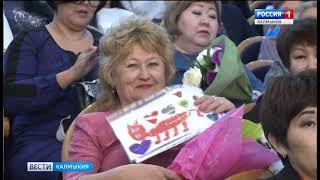 Девять многодетных семей Калмыкии получили особый знак отличия