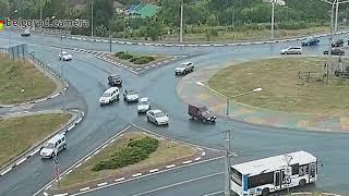 Небольшое ДТП на перекрёстке с круговым движением по улицам Магистральная и Губкина.
