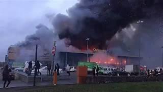 Самый страшный пожар в гипермаркете Лента в Санкт Петербурге уничтожил магазин Полное видео