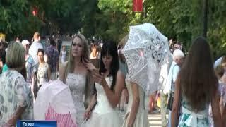 """""""Зонтичное утро"""": в Таганроге отметили день рождения Фаины Раневской"""