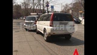 Мелкое ДТП обернулось спором водителей попутных иномарок в Хабаровске. MestoproTV