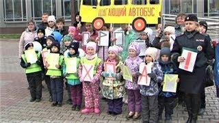 «Шагающий автобус» напомнил югорским детям правила безопасного движения