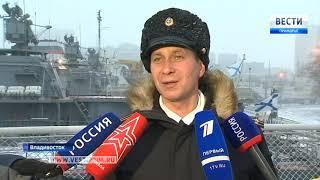 """Орденский военно-морской флаг подняли во Владивостоке на гвардейском ракетном крейсере """"Варяг"""""""