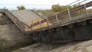 Опасный перегруз: в Дубёнском районе грузовик обрушил мост
