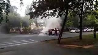 В Ставрополе загорелась отечественная легковушка