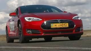 В Красноярск привезли электромобиль Тесла