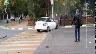 В Аксае пассажирский автобус столкнулся с иномаркой, есть пострадавшие